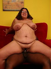 Hot interracial fuck featuring bbw Jewelz spreading her pussy wide to take intense black cock cramming