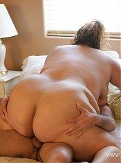 Reyna getting her fat body creamed